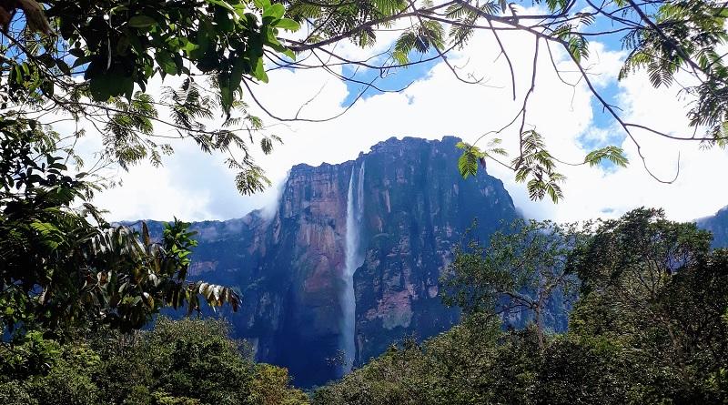 Conheça o Salto Angel, a maior cachoeira do mundo